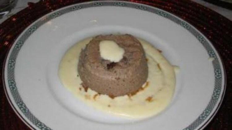 Flan di radicchio con salsa al gorgonzola