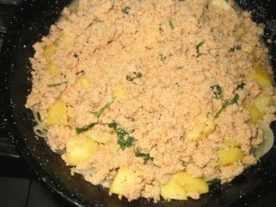 Patate con cipolle e vino bianco in crosta saporita