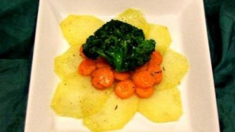 Misto di verdure al profumo d'aglio e timo