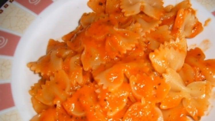 Sugo di pomodoro con le zucchine