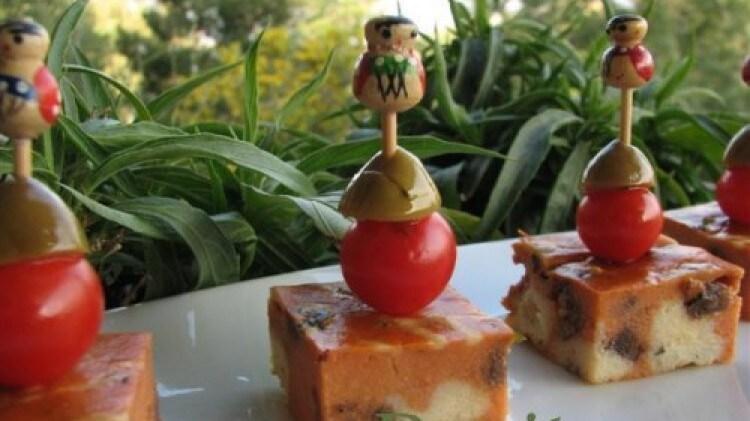 Quadrotti di cheese cake alla pizzaiola a pois