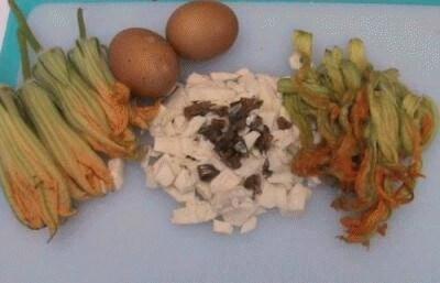 Omelette fiori mozzarella e acciuga
