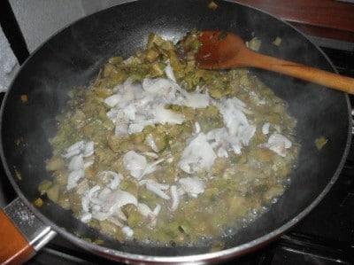 Calamari ripieni di carciofi e zucchine alla vernaccia