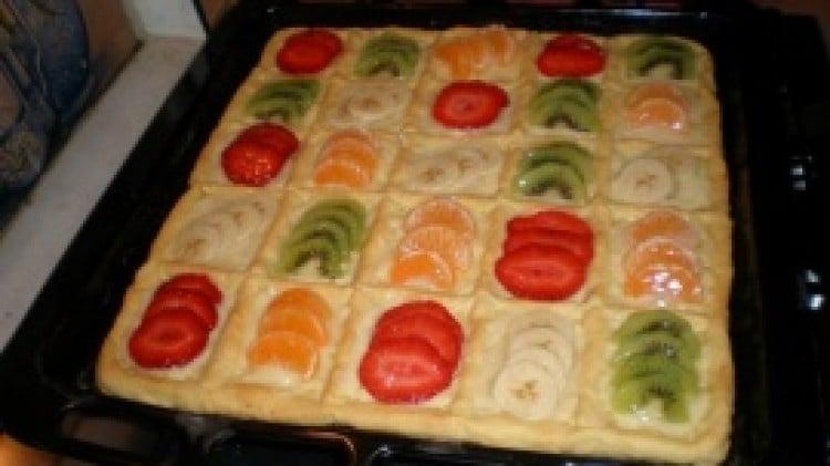 Crostata scacchiera con crema pasticcera e frutta