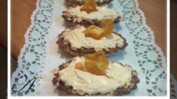 Barchette agli amaretti con crema al caramello