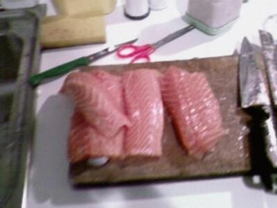 Carpaccio di salmone fresco marinato al pompelmo rosè