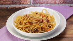 Spaghetti peperoni e pancetta