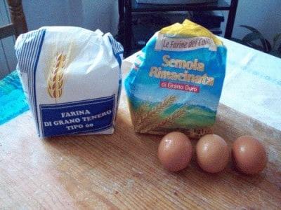 Pasta fresca al sugo di funghi e zucchine