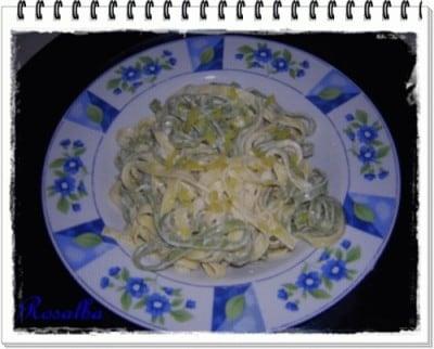 Tagliatelle paglia e fieno con salsa al limone