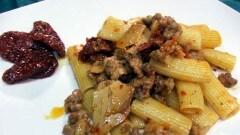 Rigatoni salsiccia, ricotta al forno e caciocavallo al profumo di verdello