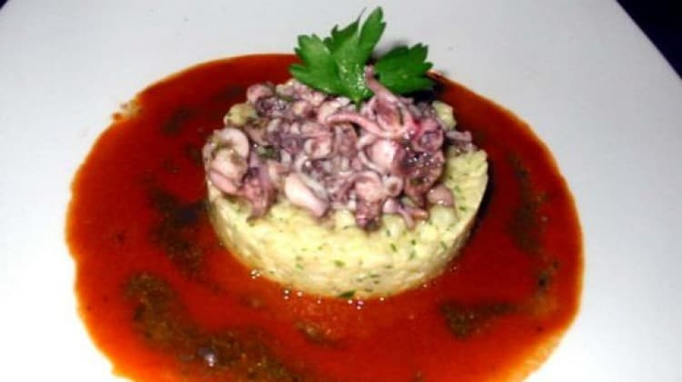 Risotto profumato con calamaretti e salsa di gamberi rosa