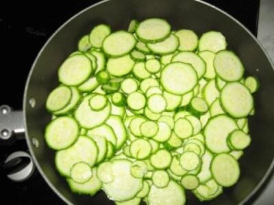 Fusilli con zucchine spolverati di pangrattato