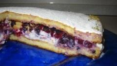 Torta con semolino, mousse di ricotta e frutti di bosco