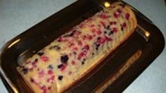 Plum cake alla panna e frutti di bosco