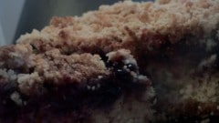 Torta ai frutti di bosco con crumble
