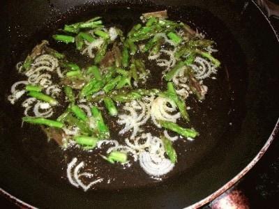 Carbonara con asparagi selvatici e porcini secchi