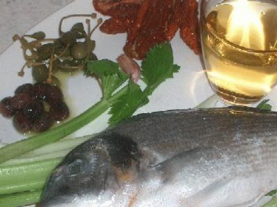 Orate al vino con olive taggiasche e pomodori secchi