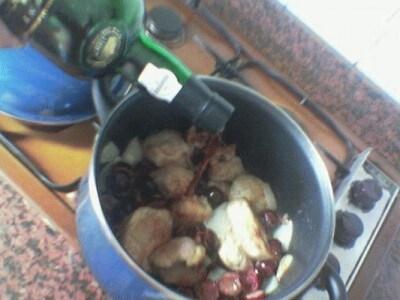 Filetto di Maiale con Cipolle Caramellate ai Chiodi di Garofano e Salsa di Porto