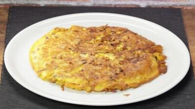 Frittata con patate, pancetta  e cipolle