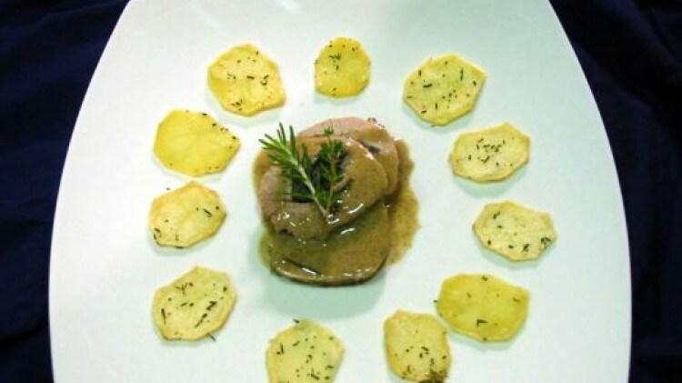 Lacerto di vitellina al forno ripieno alla crema di tartufi neri e funghi