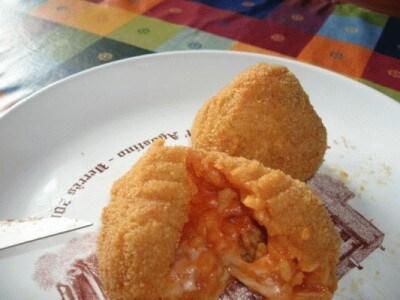Arancini al pomodoro e mozzarella