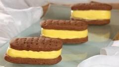 Biscotto con gelato alla vaniglia