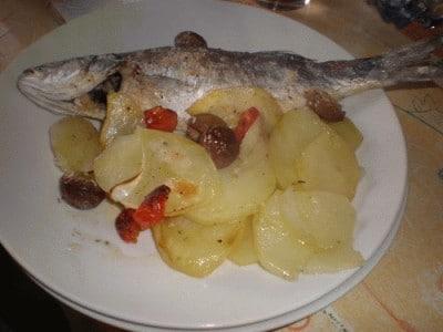 Branzini con patate al forno