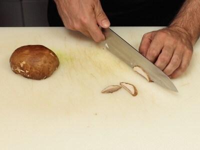 Pappardelle con porcino crudo e scaglie di parmigiano
