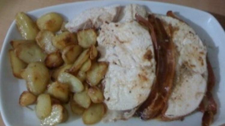 Arrosto di pollo farcito e patate