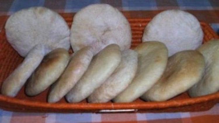 Pane pita di rosel