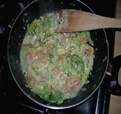 Maccheroni con sugo di verdure e pesce