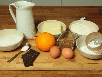 Muffin al cioccolato e arancia con glassa