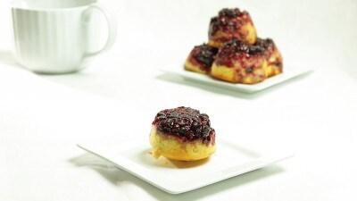 Muffins sottosopra alla salsa di mirtilli