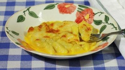 Gnocchi gratinati ai 4 formaggi e crema di peperoni gialli