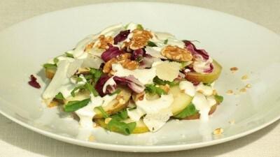 Insalata pere e noci con salsa al gorgonzola