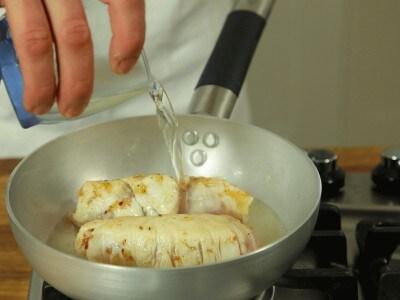Involtini di petto di pollo al vino