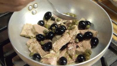 Lesso ripassato con capperi e olive nere
