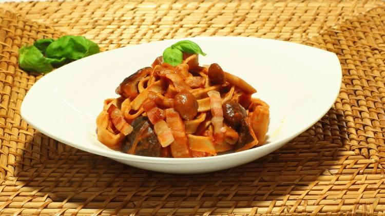 Tagliatelle di castagne con funghi porcini al vino rosso