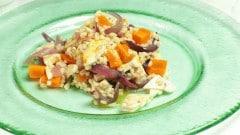 Insalata di orzo con pollo e carote