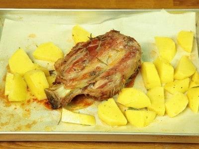 Stinco al forno con patate