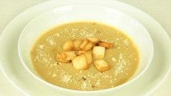 Vellutata di porcini, castagne e noci con crostini
