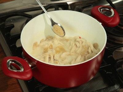 Zuppa di pollo e galangal