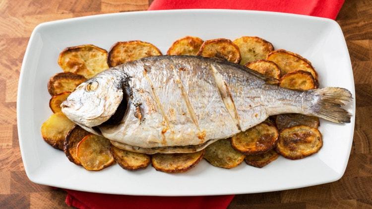 Orata Al Forno Con Patate Ricetta Tipica Sicilia Cookaround