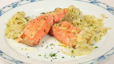 Salmone confit con finocchi ed erbe