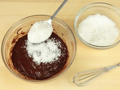 Ciambellone al cocco e cacao