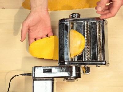 Tagliatelle all'uovo con la sfogliatrice