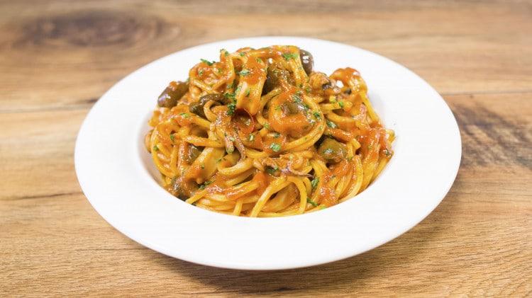 Tonnarelli con calamari e olive taggiasche