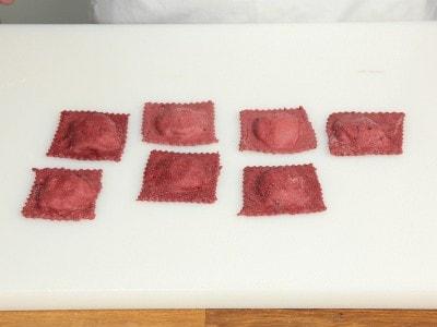Raviolo al gorgonzola con noci bacon e pere