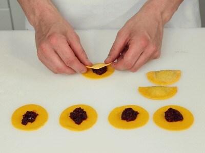 Ravioli di barbarossa in salsa di burro e semi di papavero