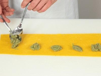 Ravioli broccoli e salsiccia saltati con champignon